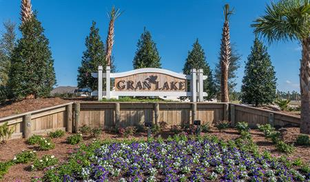 Entrance to the Gran Lake community in Jacksonville