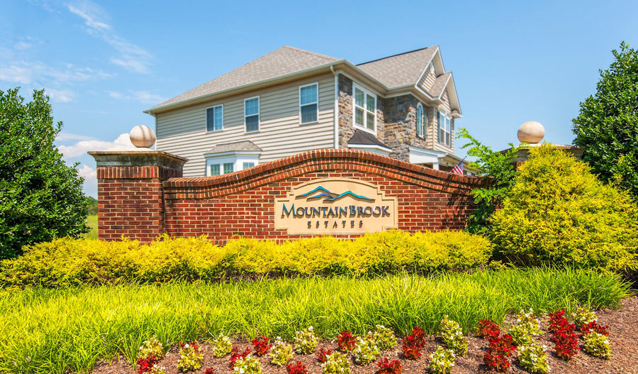 Entrance to the Mountain Brook Estates housing community in Northern Virginia