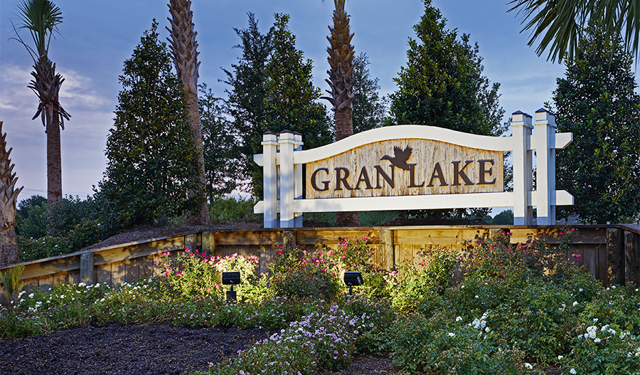 Entrance monument at Gran Lake community