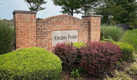 Abrams-Pointe-Monument