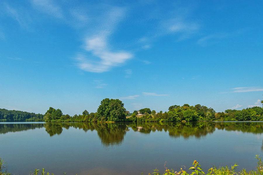 Lake at Mountain Brook Estates in Northern Virginia